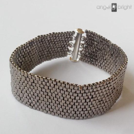 HIT — Silbernfarbenes Armband — Magnetverschluss