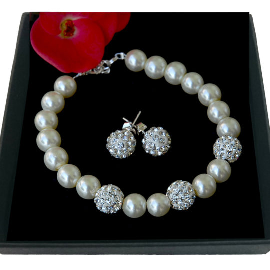 Set of earrings and bracelet ecru pearls-zircons