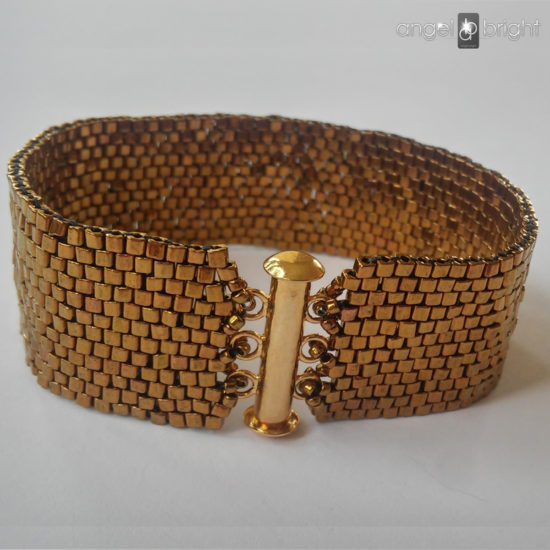 HIT — Goldfarbenes Armband — Magnetverschluss