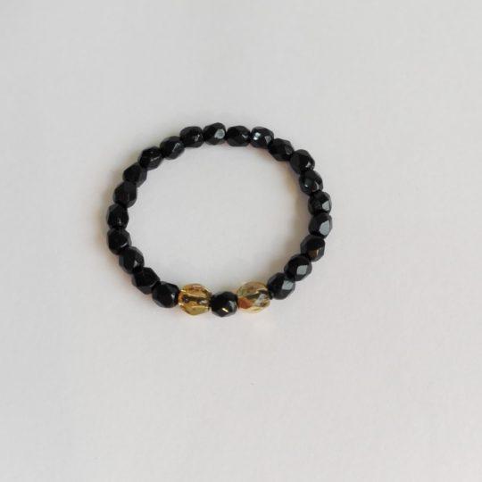 Trendiger Ring — Schwarze Glaskristalle/Glasperlen