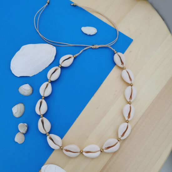 Kauri Shells necklace - black string (Kopia)